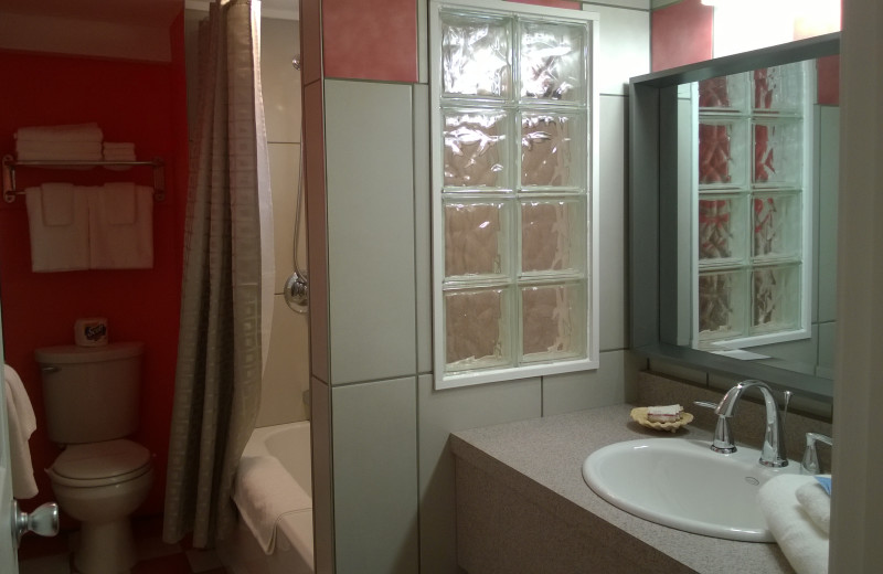 Guest bathroom at Miami Motel.