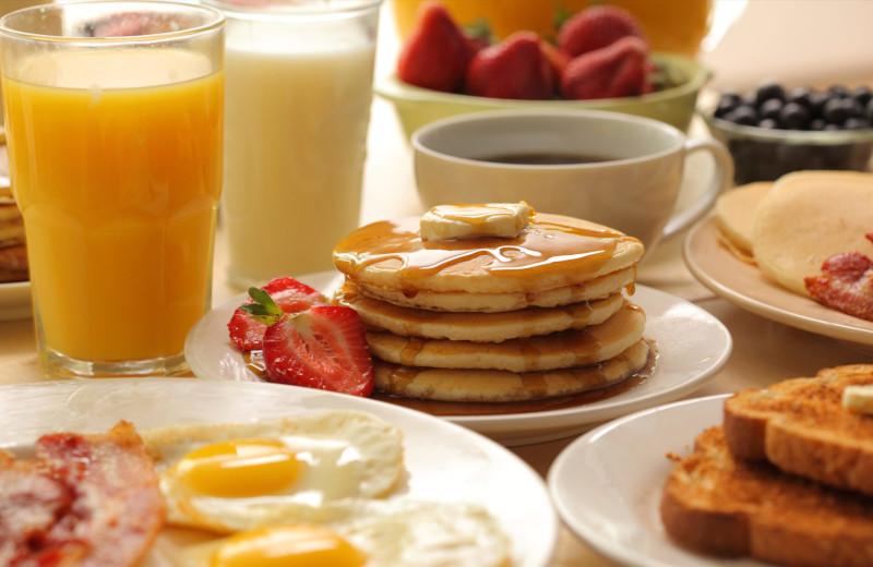 Breakfast at Quality Inn Northlake.