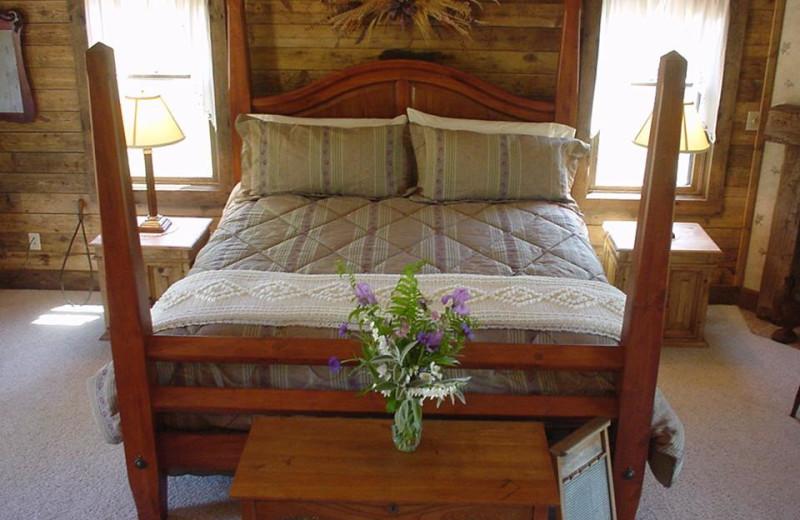 Tamarack Cabin bedroom at Chanticleer Guest House.