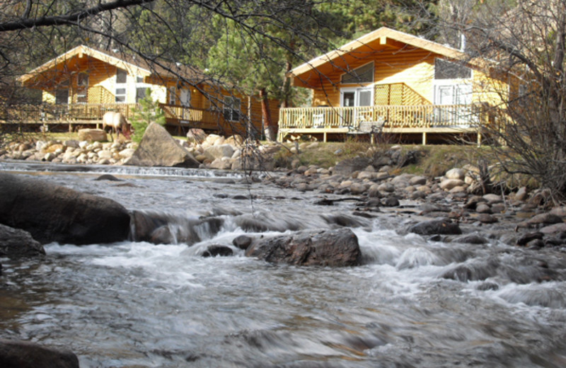 Cabins by the river at Riverview Pines.