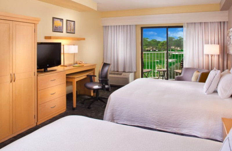 Guest room at Courtyard Sandestin at Grand Boulevard.