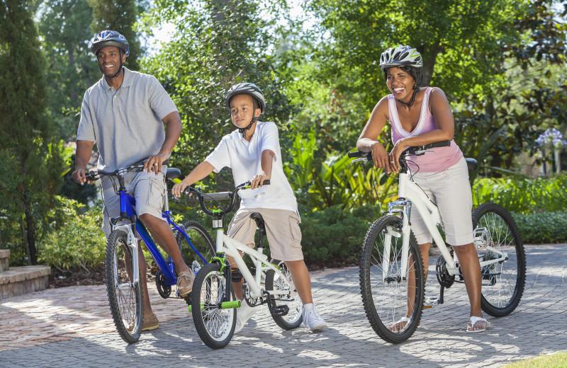 Family biking at Mirror Lake Inn Resort & Spa.