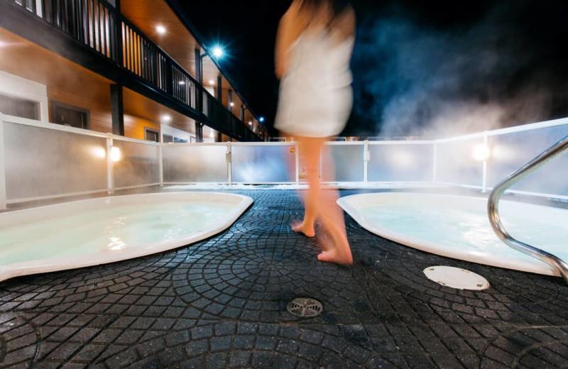 Hot tub at Mount Robson Inn.