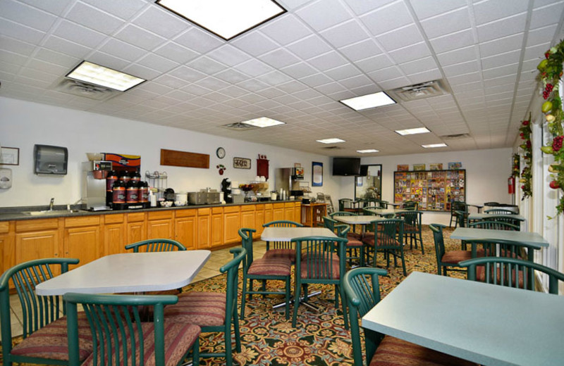 Breakfast Area at Comfort Inn West