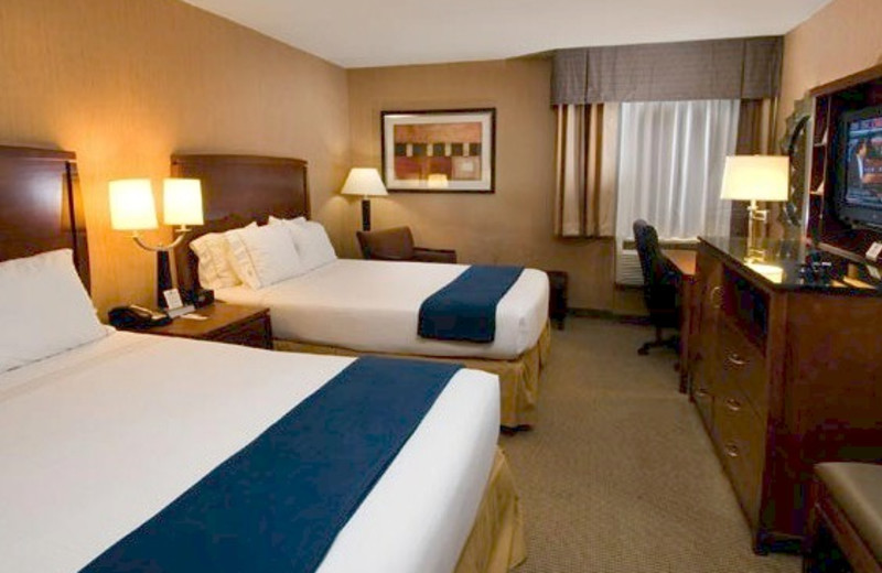 Double queen bedroom at Holiday Inn Express Fairfax.