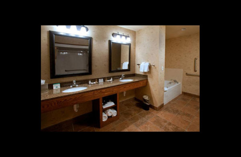 Guest bathroom at Best Western Bryce Canyon Grand Hotel.