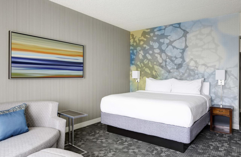Guest room at Courtyard by Marriott Scottsdale Old Town.
