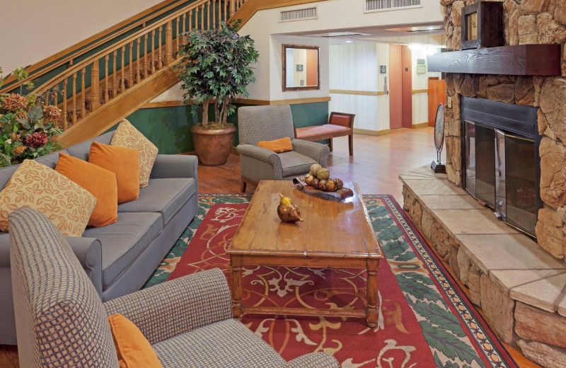 Lobby at Country Inn & Suites By Carlson Scottsdale.