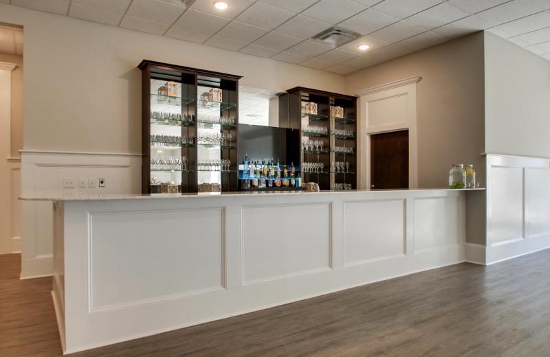 Bar at Islander Hotel & Resort.