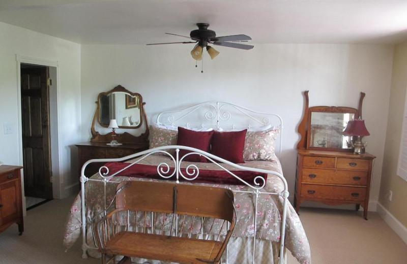 Guest room at Jamestown Hotel & Restaurant.