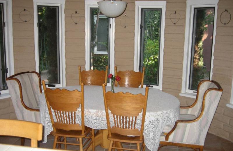 Dining area at Sarabande Bed & Breakfast.