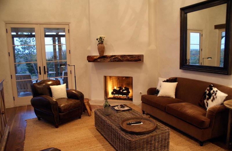 Living room at Stablewood Springs Resort.