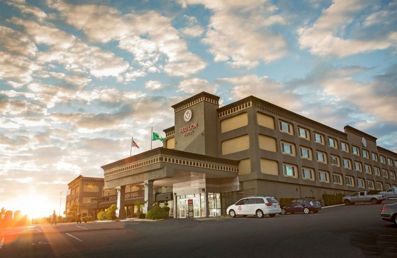 Exterior view of Red Lion Hotel Tacoma.