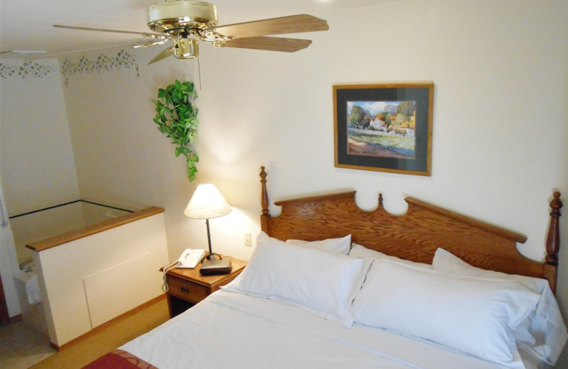 Guest bedroom with jacuzzi at Pheasant Park Resort.