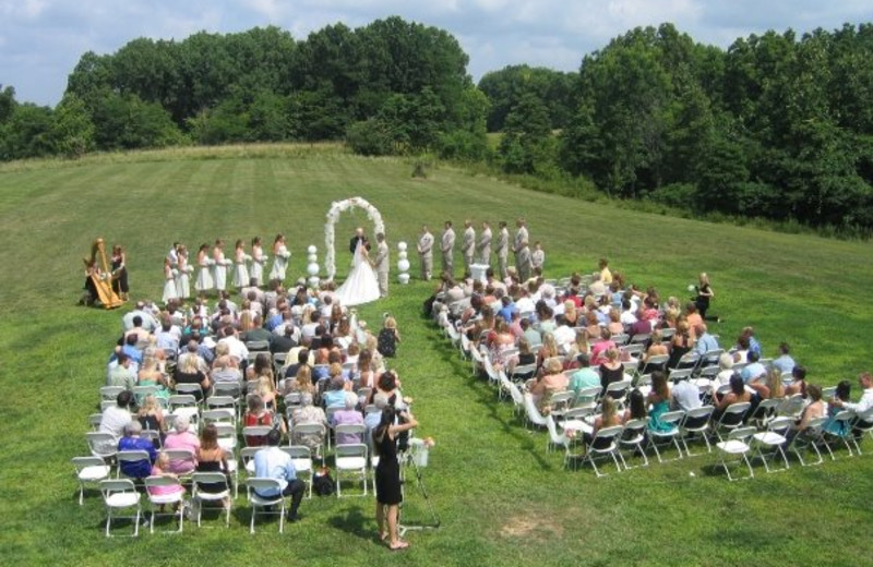 Outdoor wedding at Harpole's Heartland Lodge.