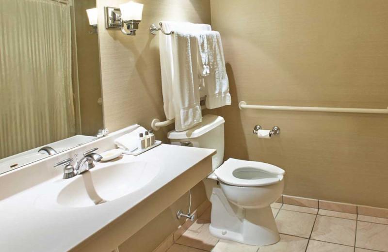 Guest bathroom at Heidel House Resort.