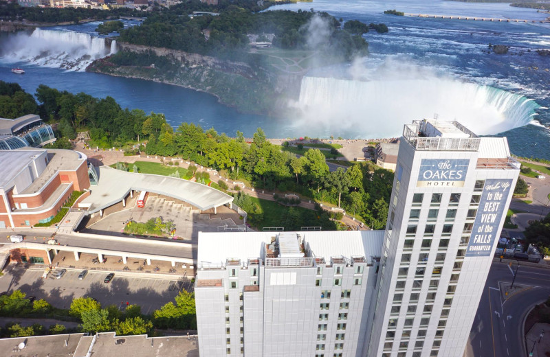 Exterior view of The Oakes Hotel Overlooking the Falls.
