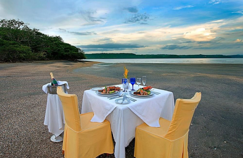 Dining at Allegro Resort Papagayo Hotel.