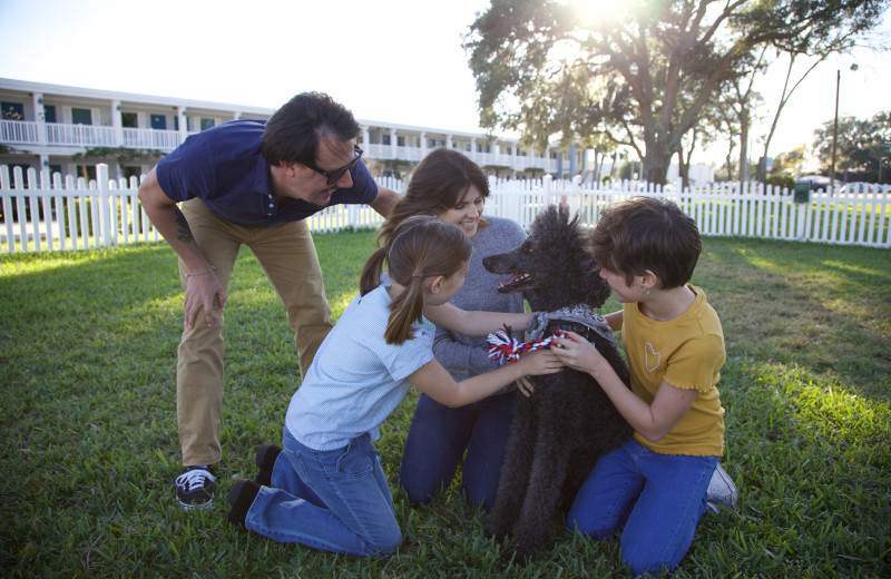 Pets welcome at Southern Oaks Inn.