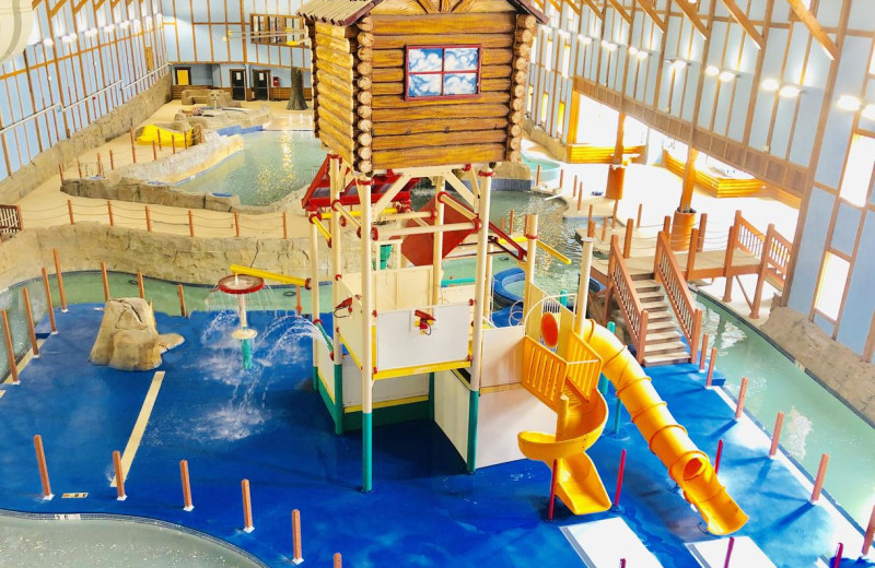 Indoor waterpark at Grand Bear Resort at Starved Rock