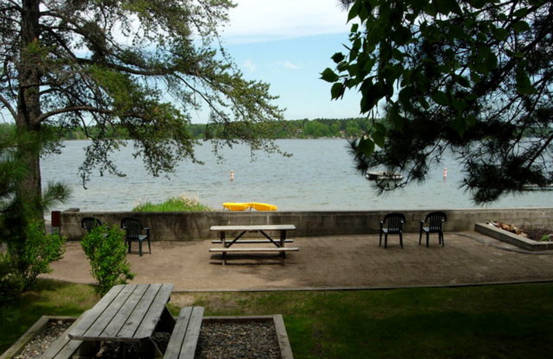 Picnic tables by the lake at Black Pine Beach Resort.
