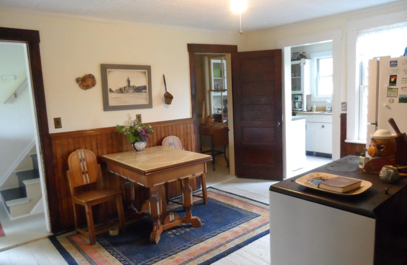 Cottage dining room at Rossport Lodging & Retreat.