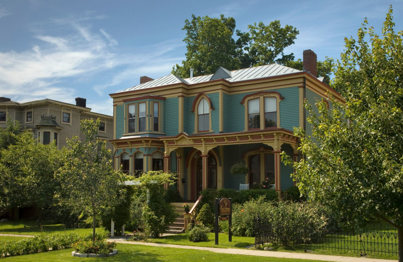 Exterior view of Croff House Bed & Breakfast.