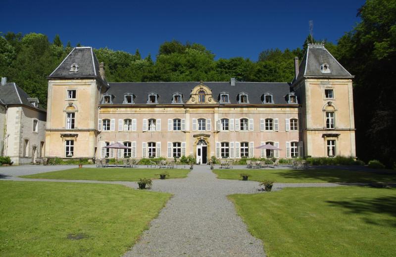Exterior view of Château du Pont d'Oye.