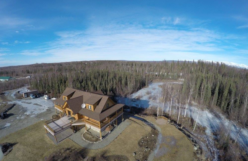 Exterior view of Creekside Lodge.