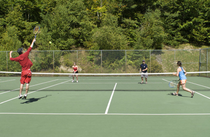 Tennis court at Steele Hill Resorts.