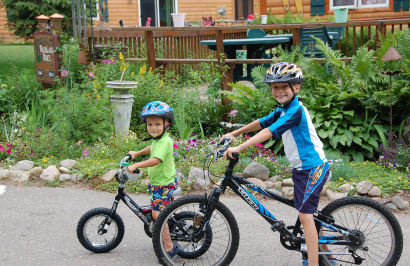 Kids on bikes at Woodland Beach Resort.