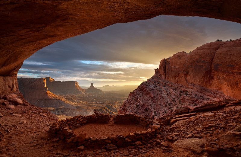 Scenic nature surrounding Canyonlands Lodging.
