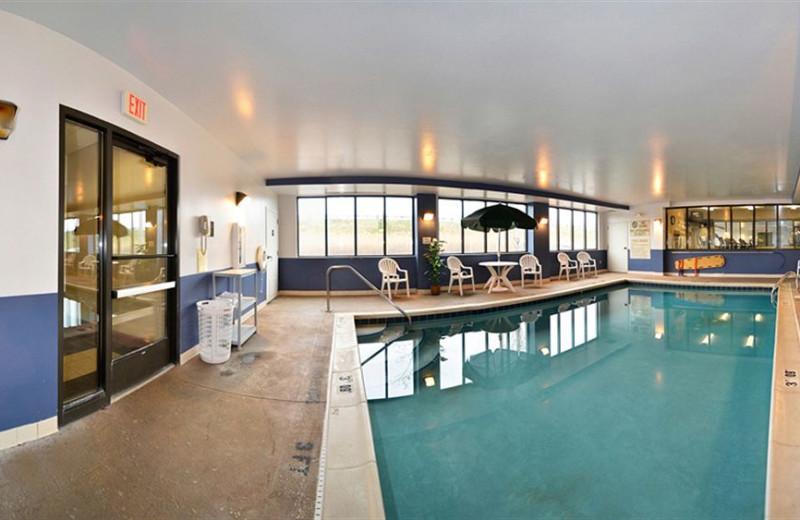 Indoor pool at Comfort Suites - Twinsburg.