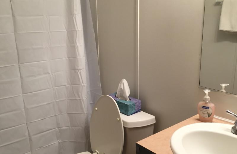 Cabin bathroom at Buckhead Ranch.