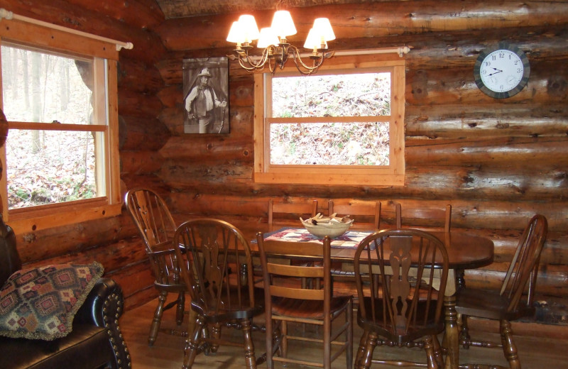 Cabin dining room at Creeks Crossing Cabins.