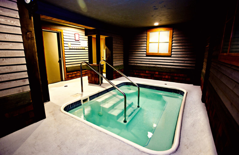 Hot tub at Red Tree Lodge.