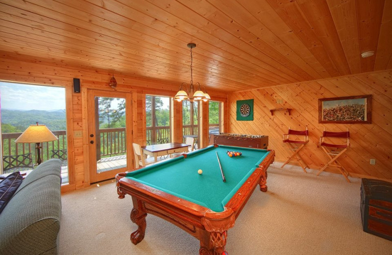 Cabin billiards table at Cabin Fever Vacations.
