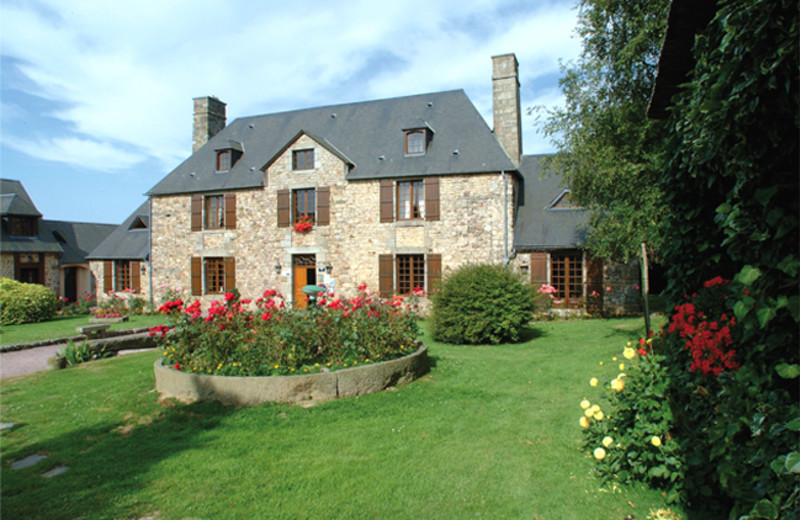 Exterior view of Manoir de l'Acherie.