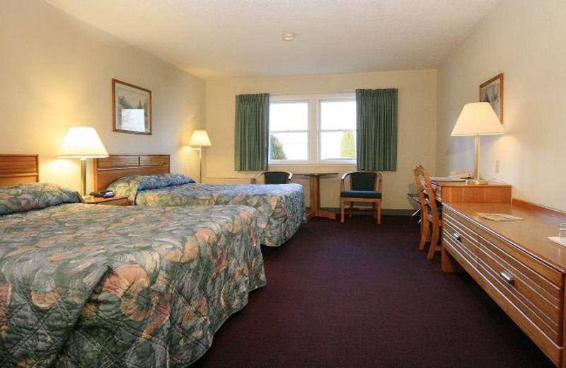 Double queen guest room at Royalty Inn.