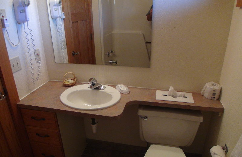 Guest bathroom at Kavanaugh's Sylvan Lake Resort.
