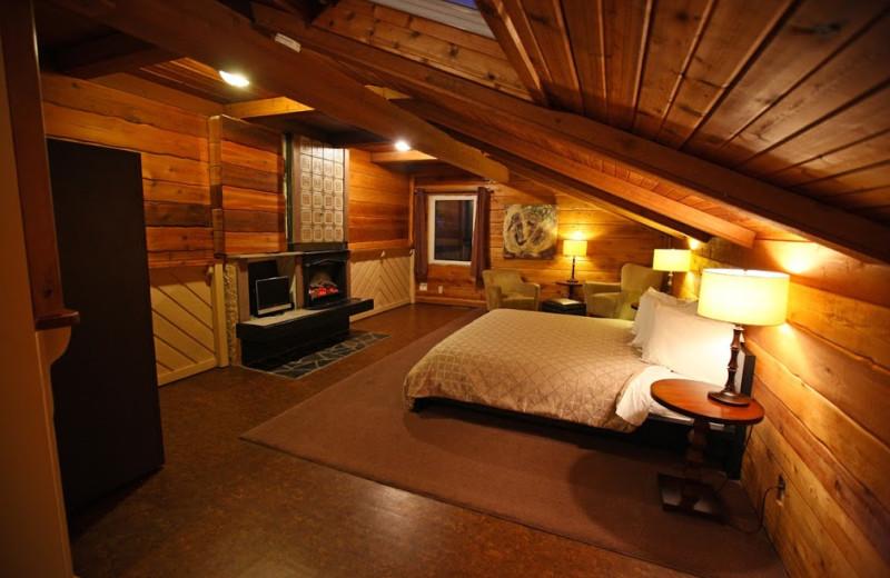 Guest room at Banff Boutique Inn-Pension Tannenhof.