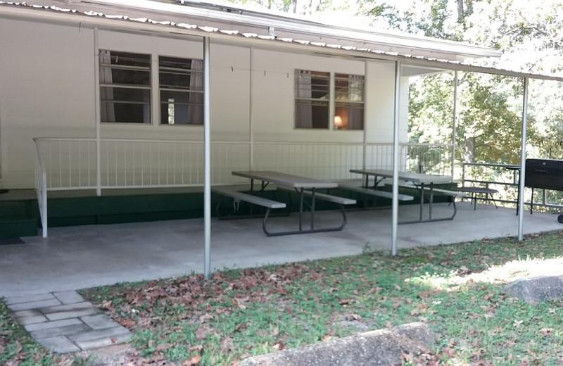 Exterior view of Lynnhurst Family Resort.
