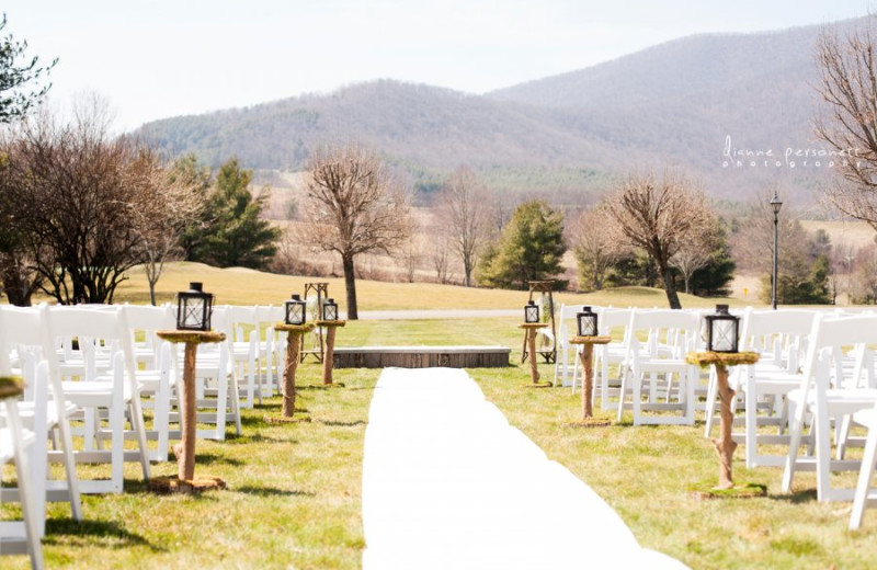 Wedding ceremony at Jefferson Landing.