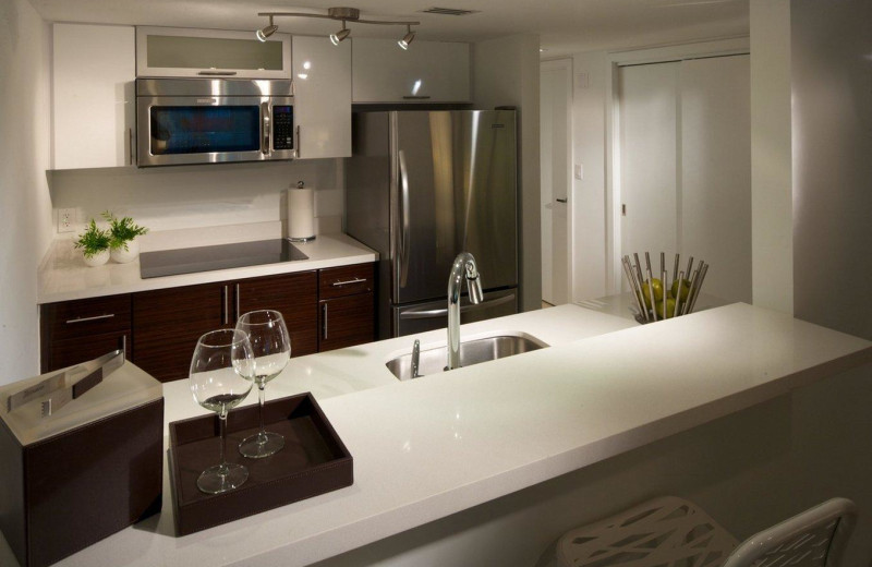 Guest kitchen at Bal Harbour Quarzo Luxury Boutique Hotel.