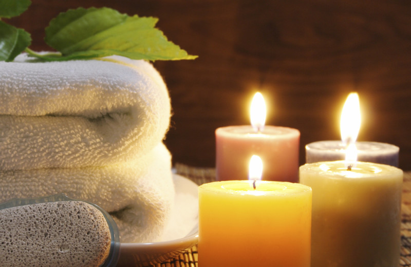 Spa candles and towels at Stonewall Resort.