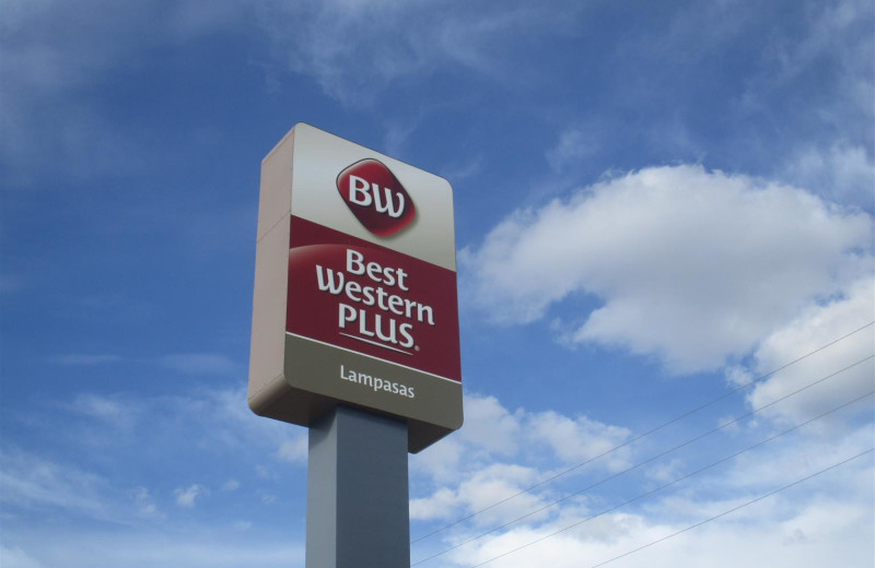 Welcome sign at BEST WESTERN Plus Lampasas.