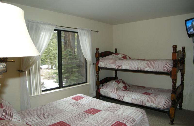 Room with bunk beds at Seasons 4 Condominium Rentals.
