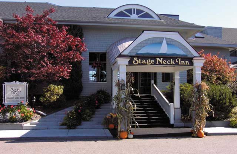 Exterior view of Stage Neck Inn.