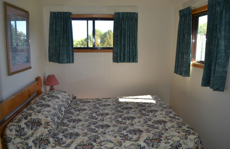 Cottage bedroom at Highland View Resort.