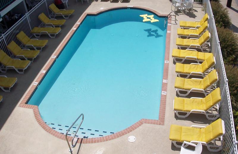 Outdoor pool at Shangri La Motel.